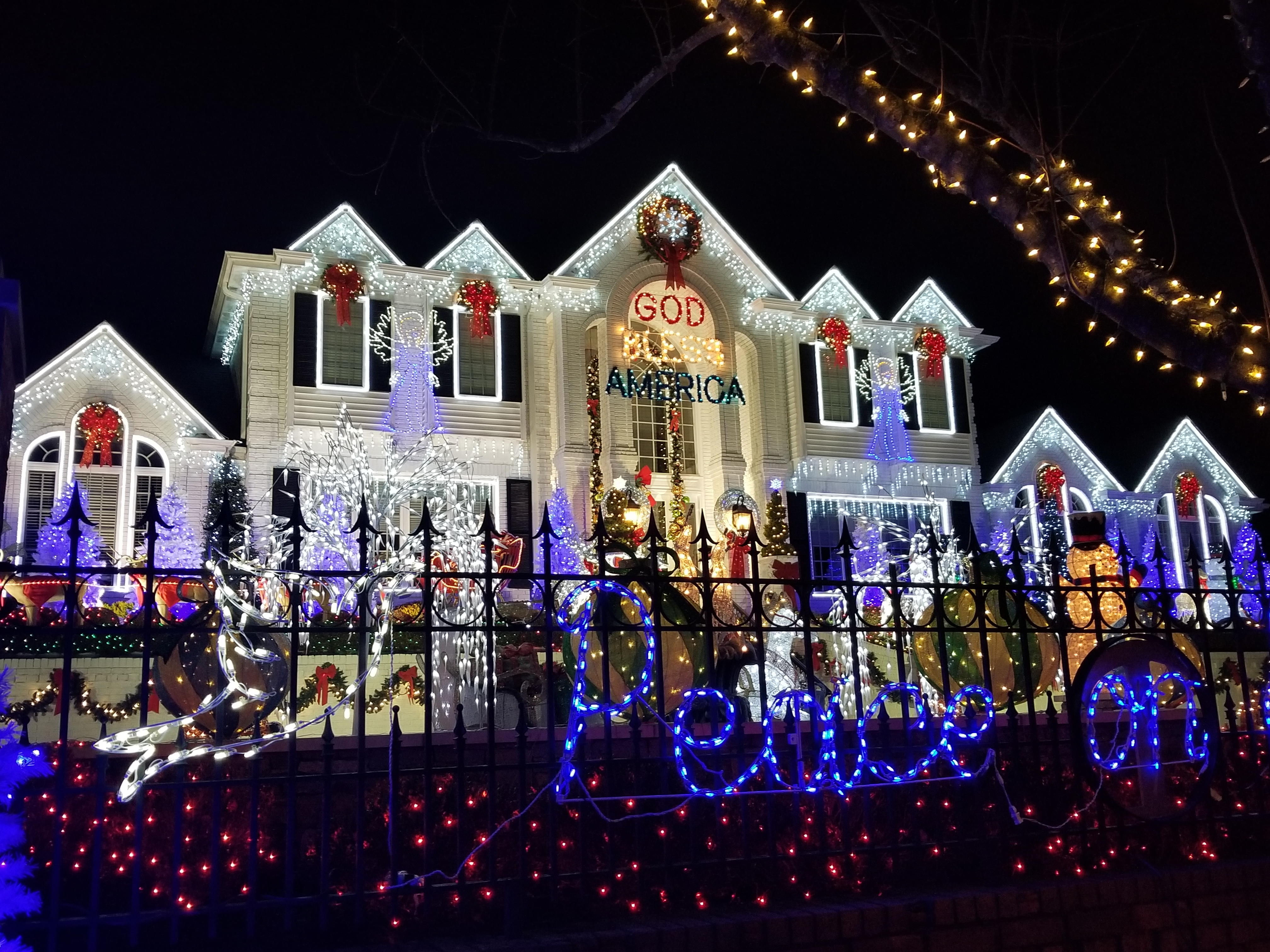 The House With The Lights – Happy Holidays!